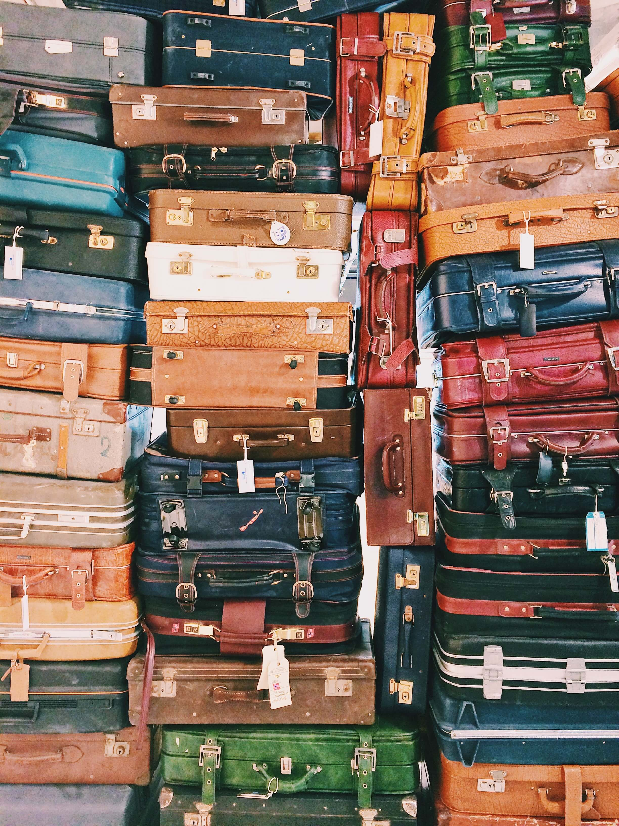luggage-relocating